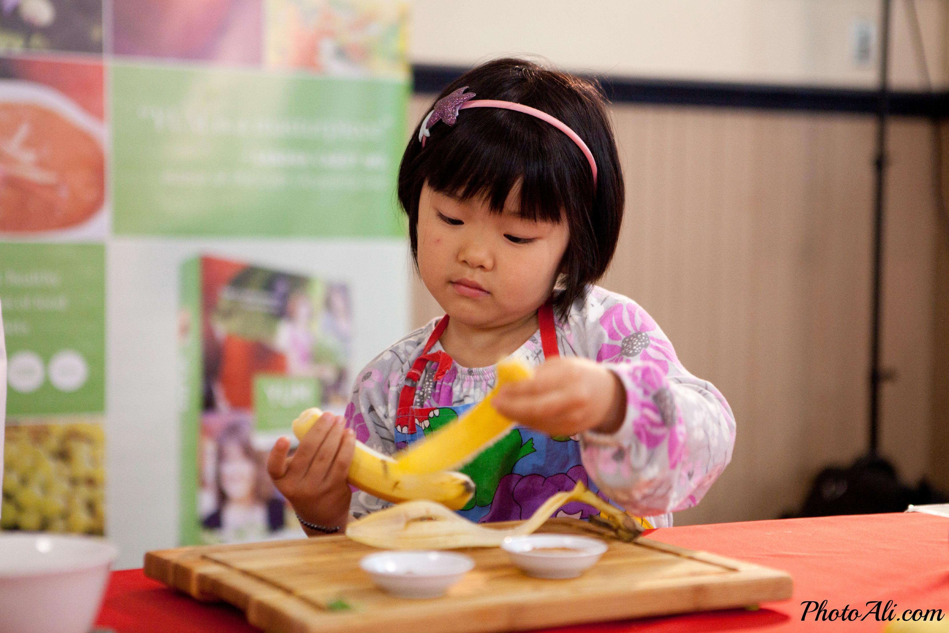 harumi-peeling-banana